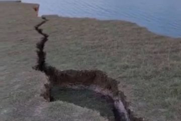 Crack in Cliff image on Bournefree Live news website