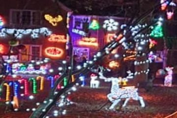 Christmas lights at Hawthylands Road in Hailsham on Bournefree website