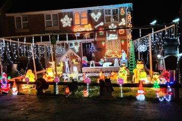 The Lloyd's family Christmas lights in Hailsham on Bournefree website
