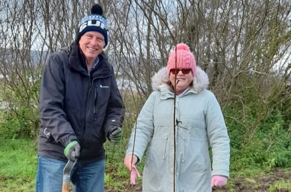 Langney councillors dig deep to support tree planting project on Eastbourne Bournefree website