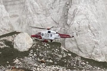 Beachy Head base jumper found injured at bottom of cliffs on Eastbourne Bournefree website