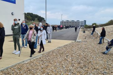 50 people queue for Covib jab at Sovereign Harbour and car park is 'a shambles' on Eastbourne Bournefree website