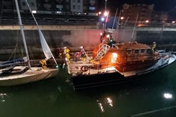 Eastbourne RNLI's late night rescue of yacht close to Belle Tout Lighthouse on Eastbourne Bournefree website
