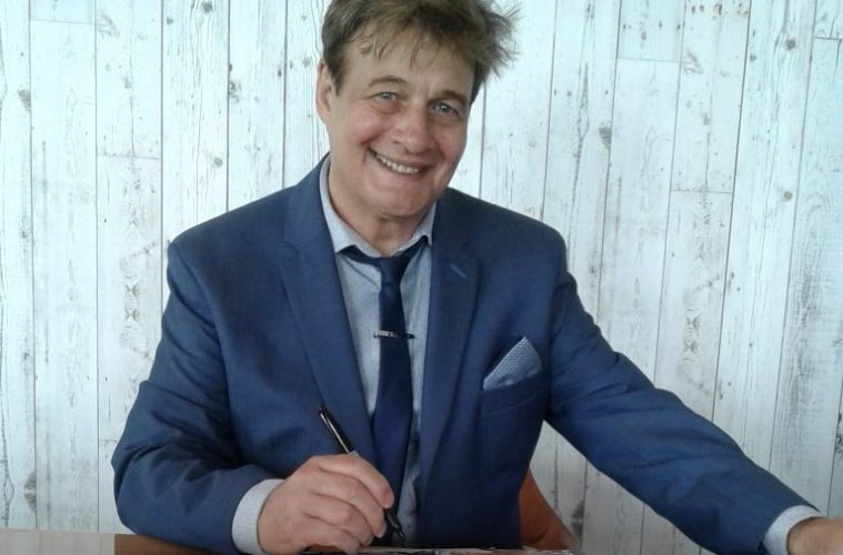 Eastbourne's Rick Bonner releases new CD at The View Hotel on Eastbourne Bournefree website