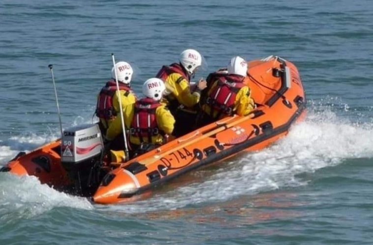 Person cut off by the tide at Beachy Head yesterday afternoon on Eastbourne Bournefree website