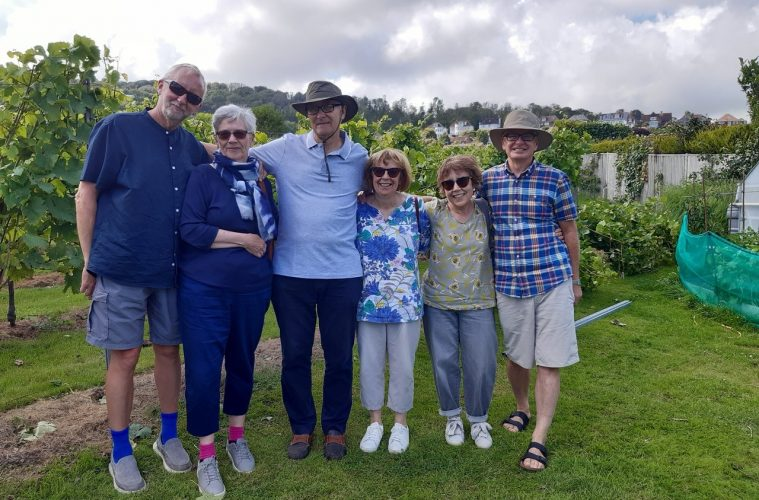 Compton Combe Vineyard raises £5000 for Eastbourne's Homes for Homeless project on Eastbourne Bournefree website