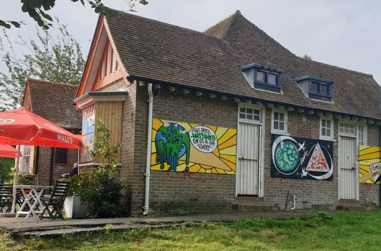 Councillors support cafe's colourful mural to tackle graffiti on Eastbourne Bournefree website