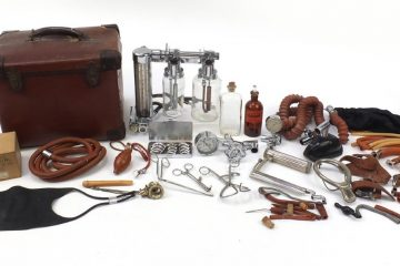 Medical bag and equipment owned by Bodkin Adams goes under the hammer on Eastbourne Bournefree website